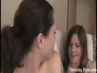Renee und monica deepthroating zehen in nylons