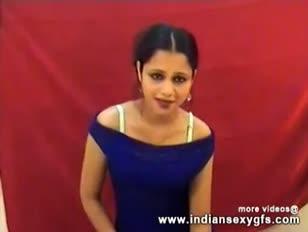 Red-hot desi anjana indische dame tanzen ihre kugeln auf live-hook-up web cam