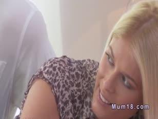 Uber-süße blonde milf gefickt bis sperma im schlafzimmer