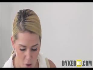 2 teenie-chick-roomies boink auf cam für miete geld - dykedhd.com