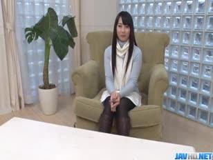 Kokona sakurai posiert gerne beim masturbieren