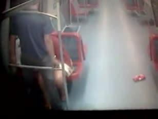 Casal fazendo sexo no trem da cptm