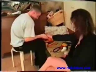 Bruder und stiefschwester im schlafzimmer