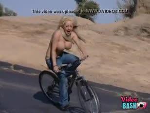 Heiße gal-bails sind steinhart vom fahrrad