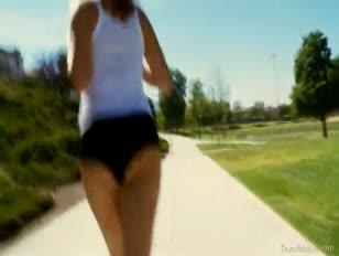 Teenager jogger mit einem perfekten culo wird gefickt